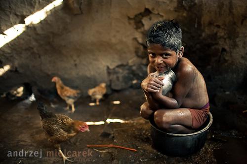 Chłopiec w kąpieli okolice Pune 2010